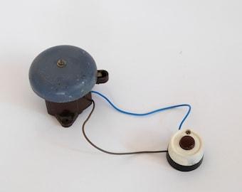 Search For Flights Antiker Stil Große Messing & Holz Schulglocke Vintage Hand Glocke Tischglocke Save 50-70% Gefertigt Nach 1945