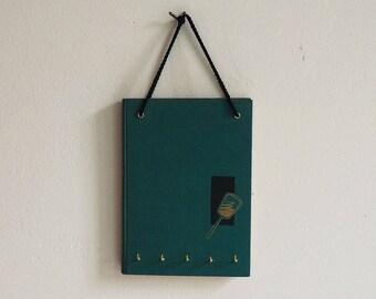 Key Book-The Kosmetix-Five hooks