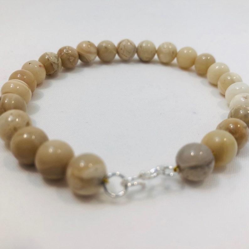Mens/' Cream African Jasper beaded bracelet