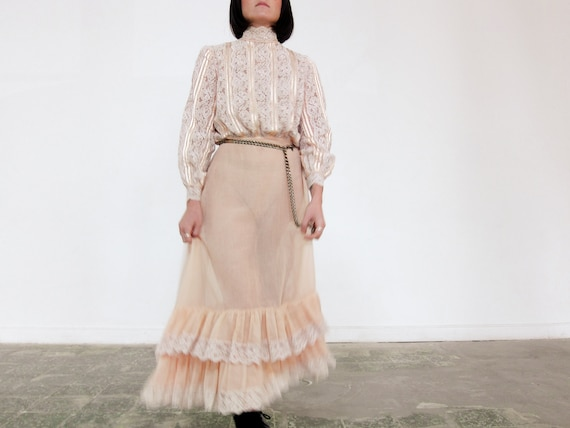 Vintage Lace Prairie Style Dress with Ruffles, Vin