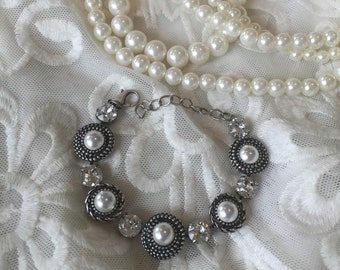 Pearl and clear Swarovski crystal bracelet