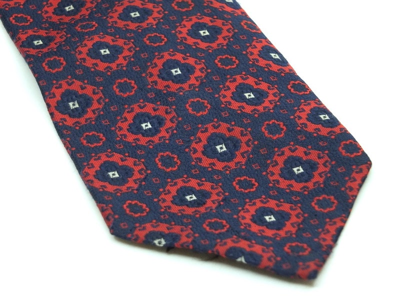 100/% Polyester Vintage Lucien Piccard brocade red white and navy tie 4 14 inches wide blade 1970s