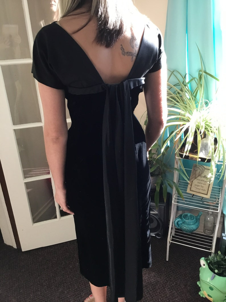 40/'s Vintage Black Velvet Sheath Midi Dress