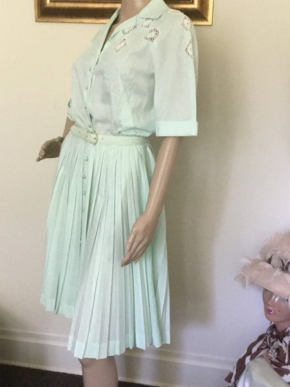 60's Vintage Mint Green Retro Embroidered Cutout M