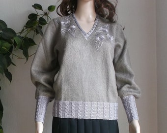 Handmade women's knit sweater. Long sleeves. Vintage. Light brown. Size 6 (US)