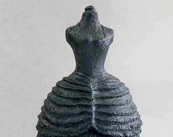 Bust dress crinoline of black pressed paper sculpture