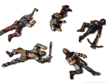 Dead Soldiers | Dead Bodies | Corpses | Casualty Markers | 28mm | Tiny Furniture