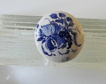Delft Blue, porcelain brooch, pin,.... 80s..., Holland, porcelain brooch