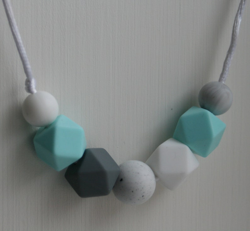 Teething necklace nursing necklace mum mom necklace baby jewellery silicone jewelry infant baby shower gift fiddle necklace chewable sensory