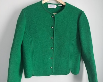 Beautiful green vintage wool blazer, with statement buttons. Size 10.