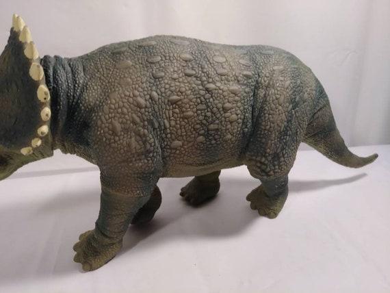Vintage Jurassic Park JP08 Triceratops Head Ramming Dinosaur Figure