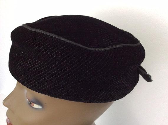 Vintage Pillbox Hat/ Black Velvet Pillbox Hat/ Clo