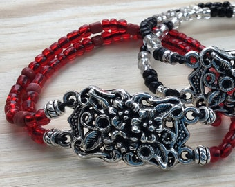 Beautiful Bracelet with Great Flower CentrePiece in Red Glass Beads on an Elastic Cord