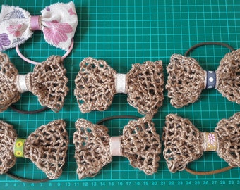 Elastic adorned with a burlap bow
