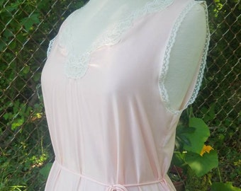 d454896be3a76 Vintage Undercover Wear  Light Peach Nightgown  Size Medium