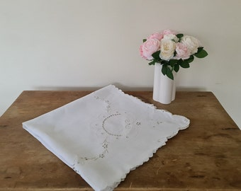 Vintage French tablecloth floral embroidered Beige cotton Square Tea time/dinner/lunch/party/garden/picnic table Shabbychic Immaculate Gift
