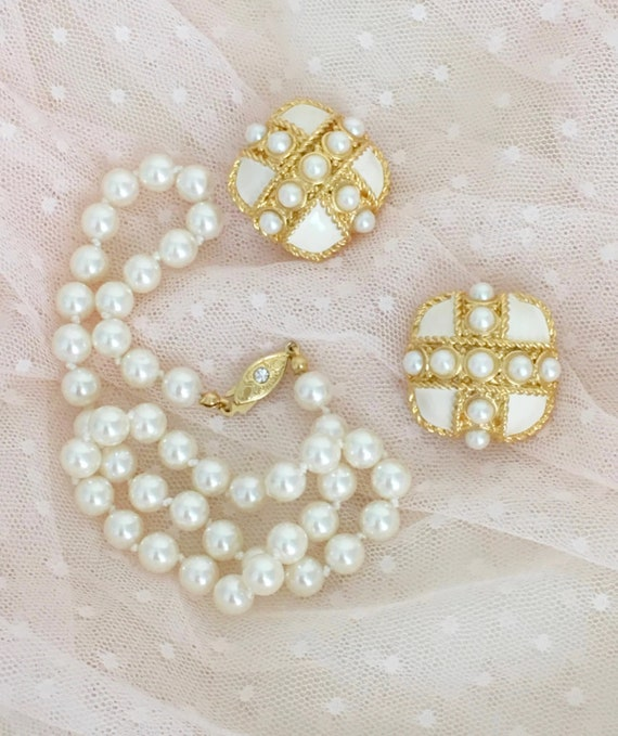 Statement Pearl Clip On Earrings and Pearl Necklac