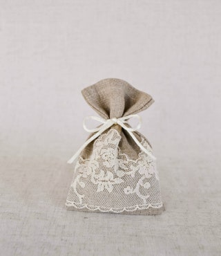 Gray favor purses, Bags with lace, Rustic wedding, Sachetti bonboniere, Eco fabric pouch, Weelcome guests sacks, Hessian coffee bags