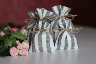 Gray burlap bags with jute twine, Custom bags for guests, Sacchetti bomboniere, Hessian coffee pouch, Wedding welcome bags, Candy favor sack