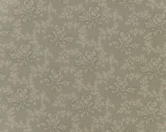 Vintage Small Green Floral Design Fat Quarter - 100% Cotton