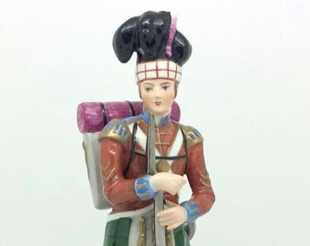 German Sitzendorf Porcelain Soldier Figurine 11 Scottish Highland Regiment 1808