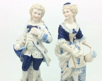 """Antique Victorian Porcelain Courting Couple Blue White Figurine Unmarked 8"""" 20cm"""