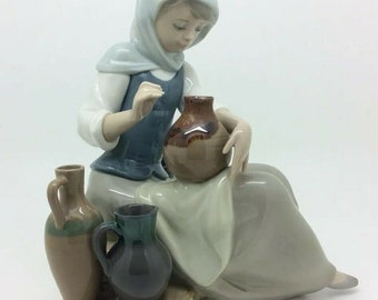 """Rare Lladro Porcelain Figurine Girl Pottery Jugs Sitting 8"""" Spanish Collection"""