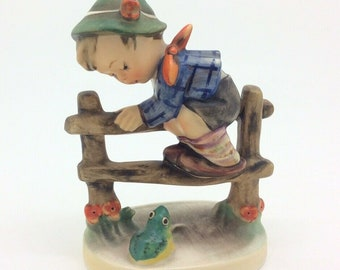 "Hummel Goebel TMK4 201 2/0 Porcelain Figurine Boy Frog Retreat to Safety 4"" 10cm"
