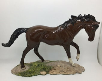 Royal Doulton Brown Horse DA154B Gloss Ceramic Base Equestrian Collectible 8""