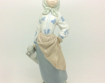 """Zephir Early Lladro Porcelain Figurine Girl with Water jug Excellent 10"""" 26cm"""