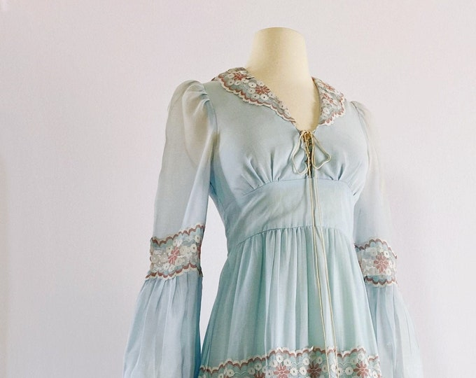 GUNNE SAX   1970s Lace Trimmed Gown