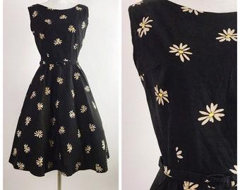 af11941df27 1950s Vintage Daisy Print Dress