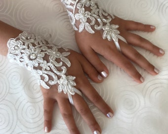 Flower Girl ivory lace gloves wedding bridal gloves french lace for princess wedding gloves, lace glove, Bridesmaid gloves
