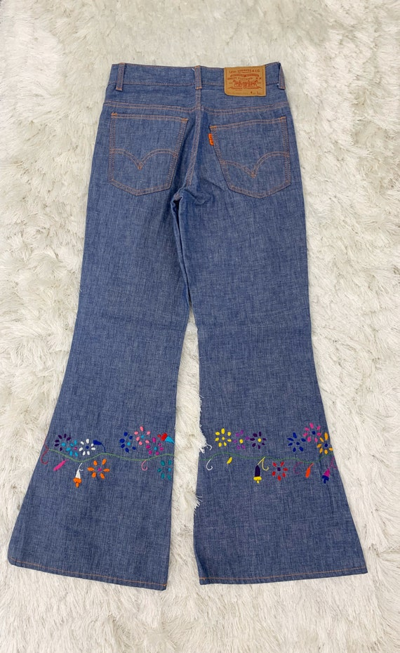 Vintage Levi's embroidered bell bottoms size 25/26 - image 9