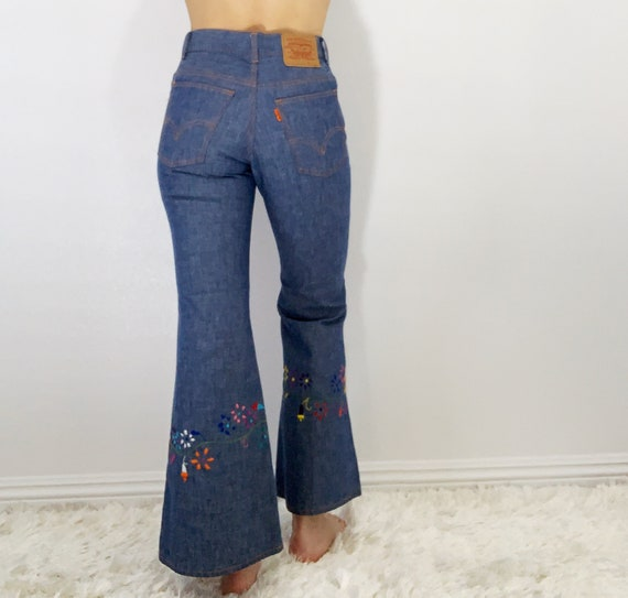 Vintage Levi's embroidered bell bottoms size 25/26 - image 6