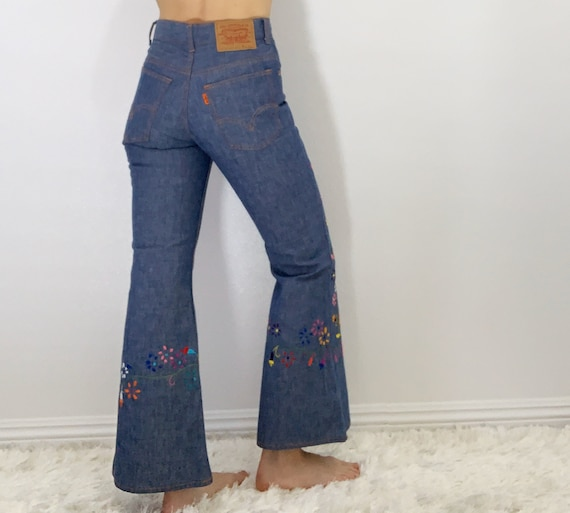 Vintage Levi's embroidered bell bottoms size 25/26 - image 3