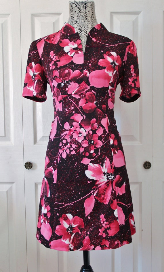 1960s Black and Hot Pink Floral Mini Dress Large t