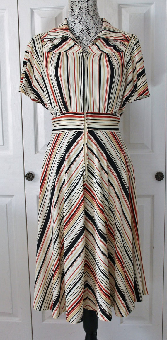 1970s Brown and Orange Front Zipper Day Dress Larg