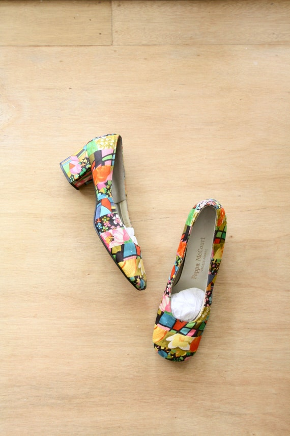 Vintage 60s colourful pumps. Patchwork floral shoe