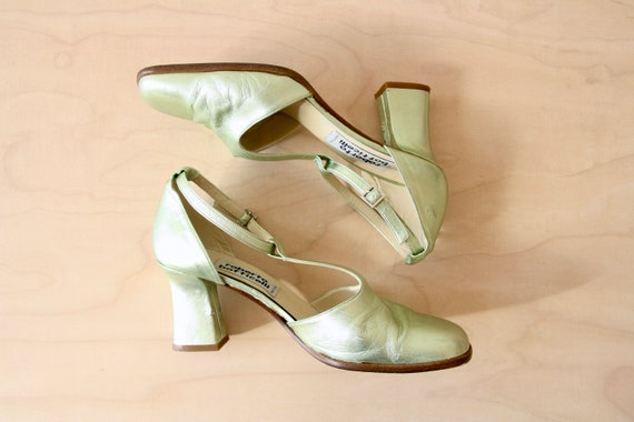Vintage 90s mint green heels. Pastel green block h