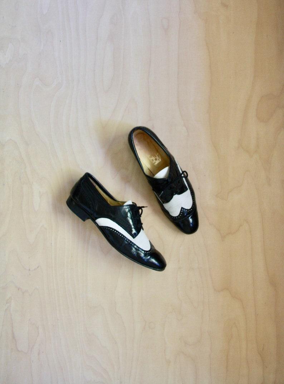 e0f1d869c03 Vintage black white spectators. Leather spectators. Black white womens  brogues. Black white oxfords. Womens Jazz shoes. Art Deco shoe. US 9