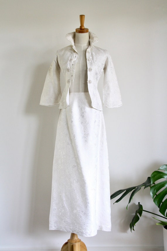 Vintage 1940s 1950s white chinoiserie suit. White