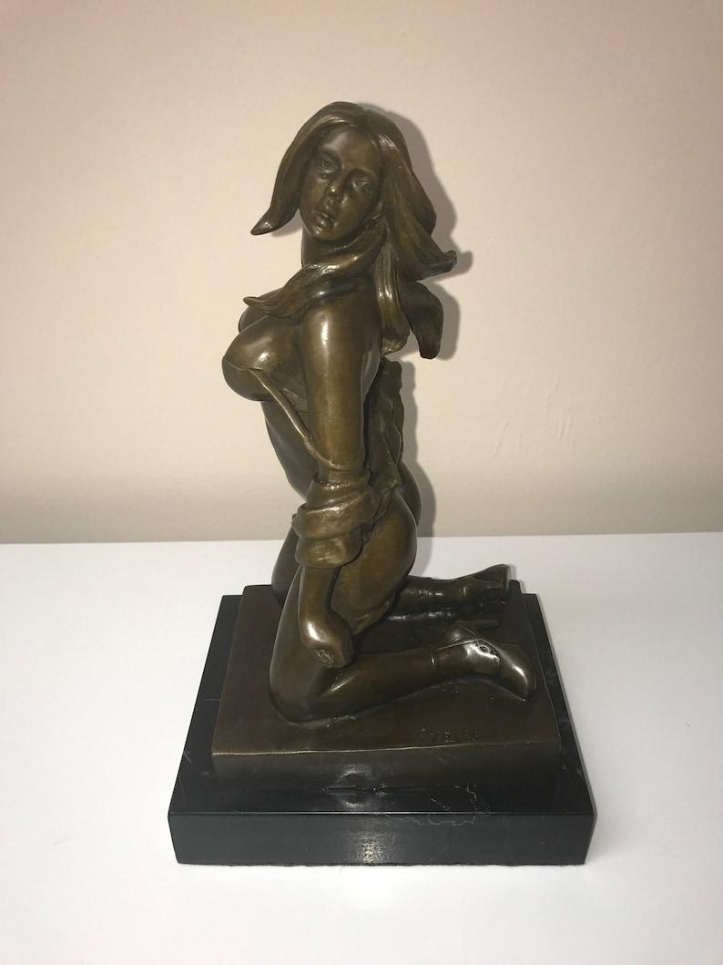 Scoolgirz Girls Posing Topless In A Sculpture