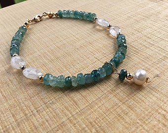 Natural green grandidierite rondelle bracelet, rainbow moonstone pebbles and 14k gold fill beads, pearl charm