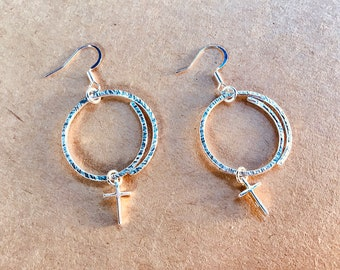 925 sterling overlapping circle hoop hammered earrings with sterling cross charms