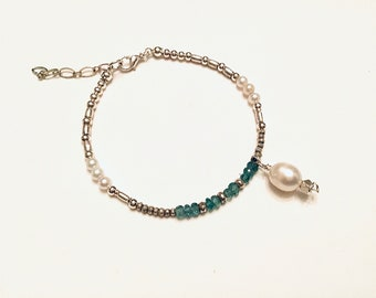 Natural emerald and mix of Karen Hill Tribe silver beaded bracelet,tiny,daisy imprint beads, rondelles, pearls