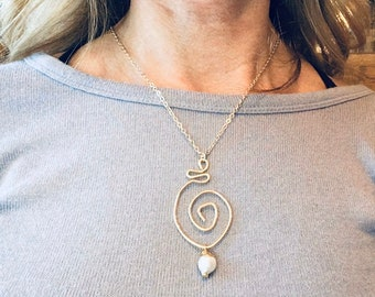 14k Gold fill hammered swirl circle pendant necklace with pearl charm on 10k gold chain,textured