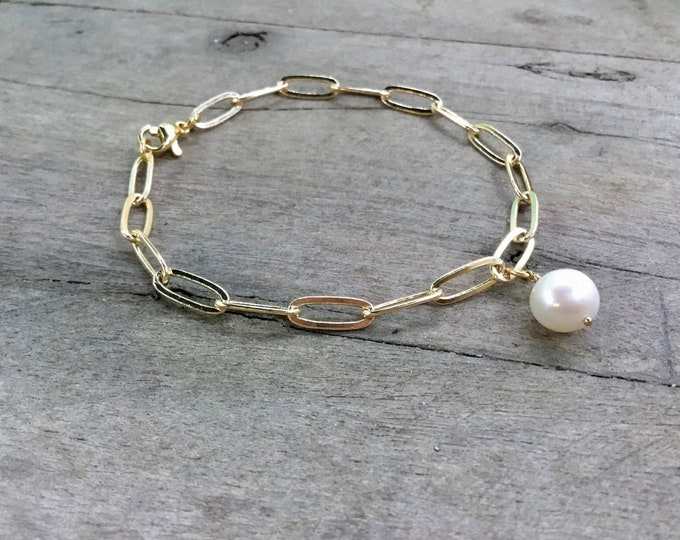 14k gold paperclip chain bracelet with freshwater pearl charm, simple, elongated