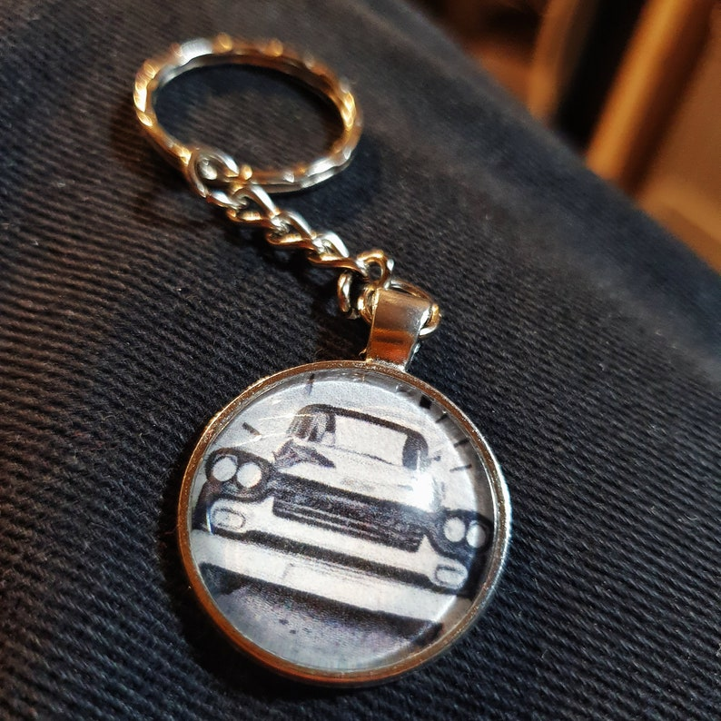 Retro pendant / keychain with your motif in comic or pop art image 0