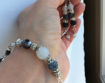 Earrings and bracelet with fine stones Agate, Black Onyx, Swarovski pearl and crystal